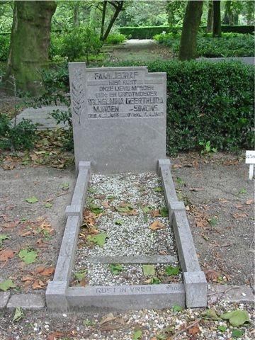Monden-Simons-Wilhelmina-Geertruida-Grafsteen