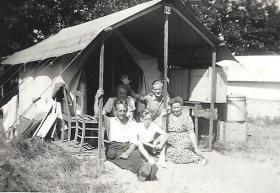 Groeneweg-Cornelis-Cornelia-Cornelis-Sjaak-en-Kooij-Geertruida-Oostvoorne-a-1949
