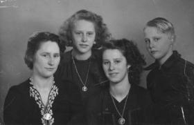 Kooij-Aartje-Maartje-Geertruida-en-Piet-1945