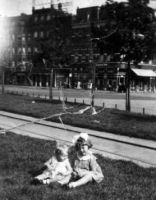 Kooij, Maartje en Geertruida Rotterdam 1934.jpg