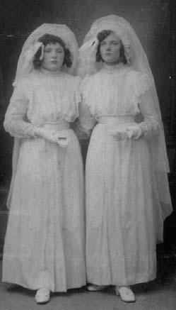 Monden-Adrienne-en-Maria-Communiefoto-1914