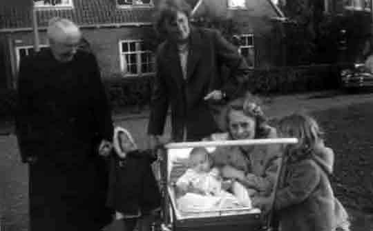 Bouwmeester-Geertrui-Ham-Aartje-vd-Kooij-Geetruida-Groeneweg-Marianne-1957